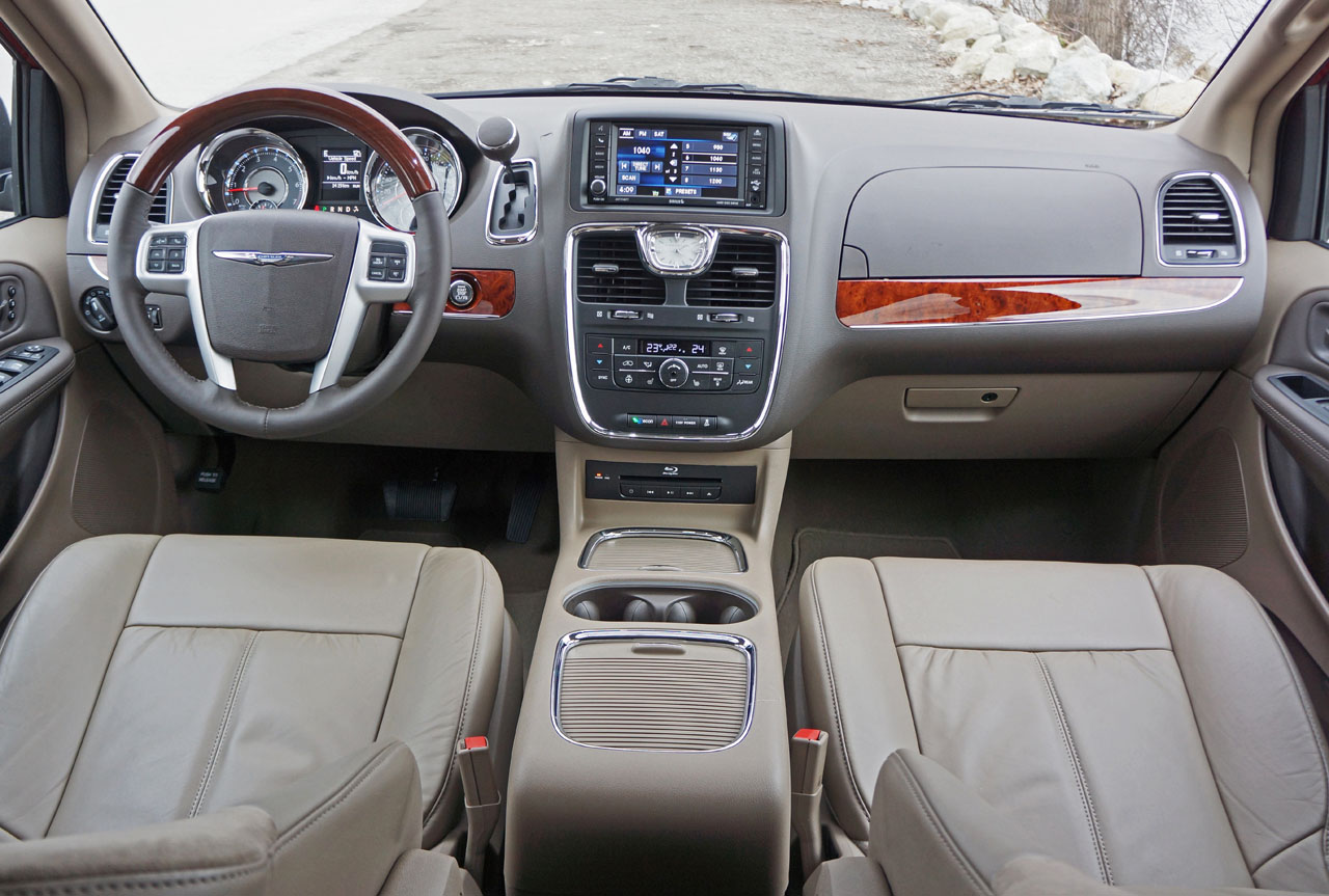 2016 chrysler town & country touring reviews