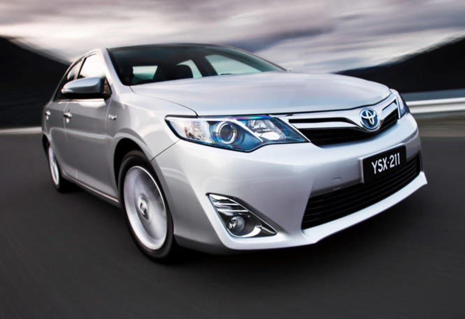 2014 toyota camry hybrid review